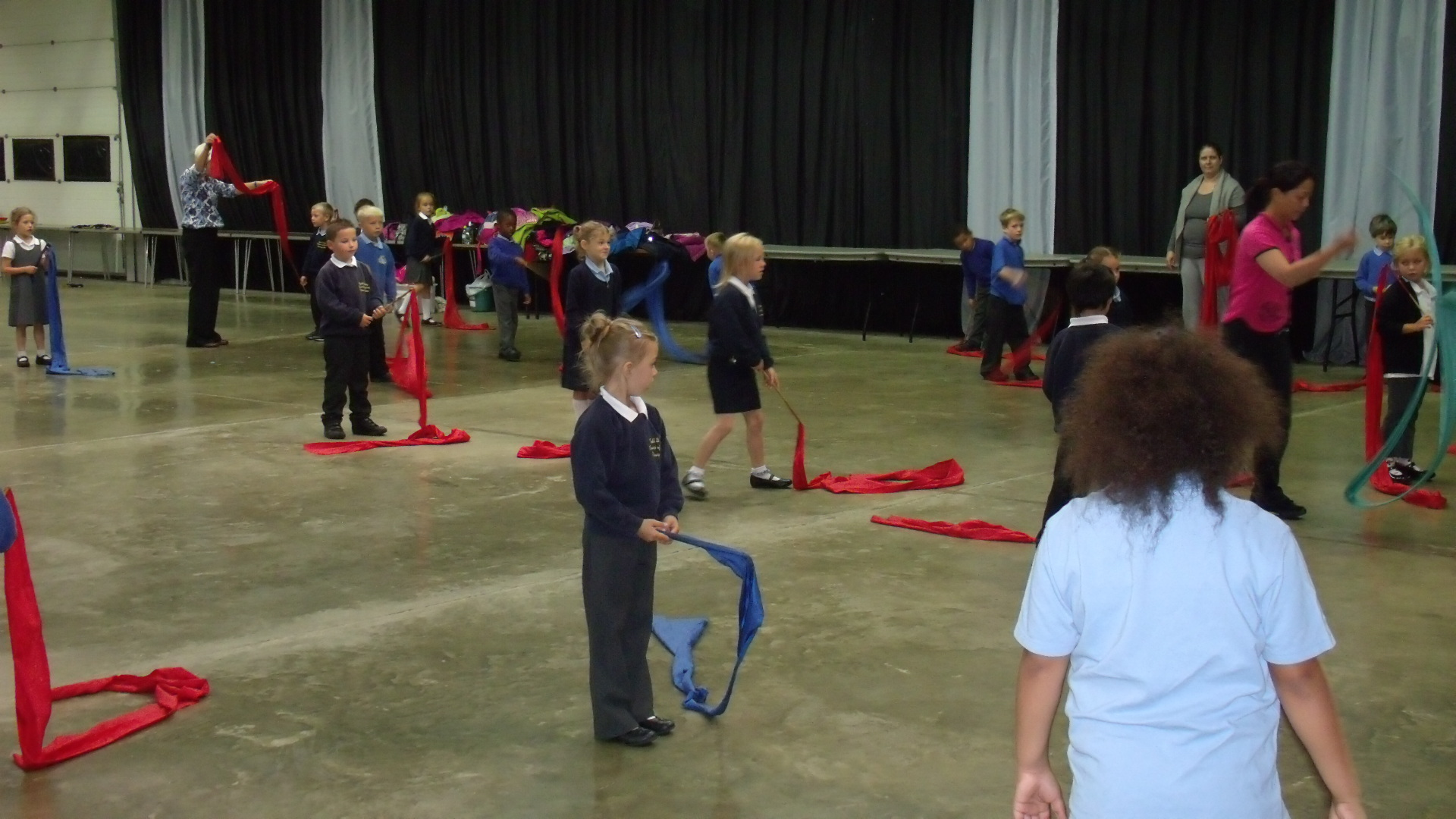 School children learning chinese dancing